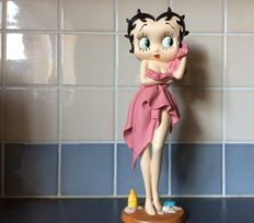 Betty Boop - King Features Syndicate - USA - 2008 - Betty with towel - 31 cm tall