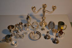 Lot with various silver-plated table items, including USA, GB, Holland-Daalderop