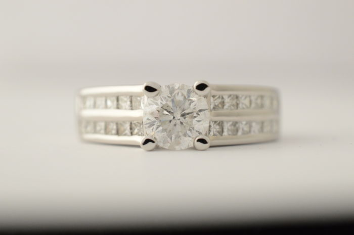 White gold ring set with brilliant and princess cut diamonds - Ring size: 49.5 (15.75 mm)
