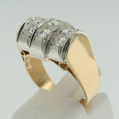 18 kt gold and 950 PT platinum ring set with brilliant cut diamonds
