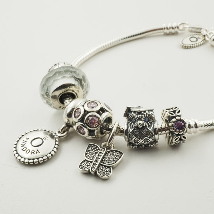 pandora silver charm bracelet with 7 assorted charms ale