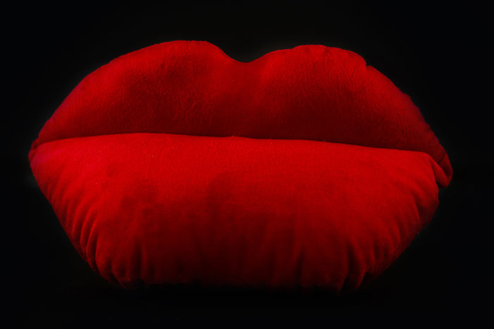 Gentil Salvador Dali   The Lips Sofa (Or Saliva Sofa)