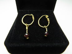 Roman solid gold earrings with glass beads - 25 mm (2)