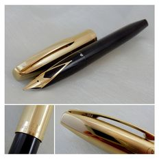 Sheaffer Triumph Imperial 770 Black & Gold Fountain Pen - Medium Nib  | New Old Stock / Mint condition