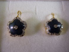 Gold earrings with enamel.