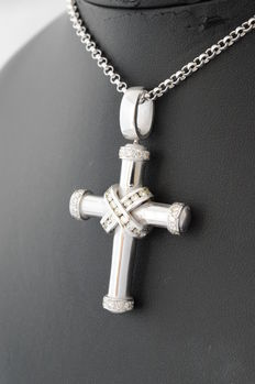 Large white gold cross pendant with 50 brilliant cut diamonds of 2.50 ct