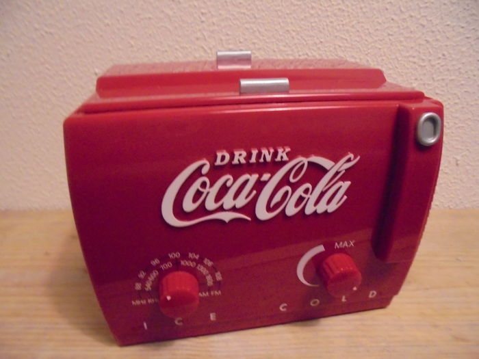 CocaCola  Mini Cooler Radio  -  1991 (Collectors Edition)