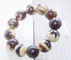 Bracelet with Amber from the Baltic, 36.20 g