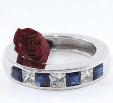 2.06 ct. White gold Mens Band ring with 3 Princess diamonds of 0.96 ct and 4 Blue sapphires of 1.10 ct