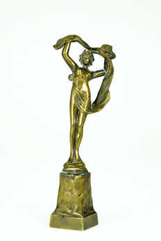 Bronze sculpture of lady with veil