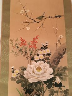 Hand painted silk scroll, birds and flowers. Japan, second half of the 20th Century.