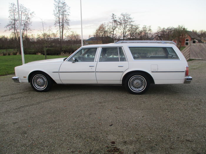 Oldsmobile - Custom cruiser Station wagon - 1977