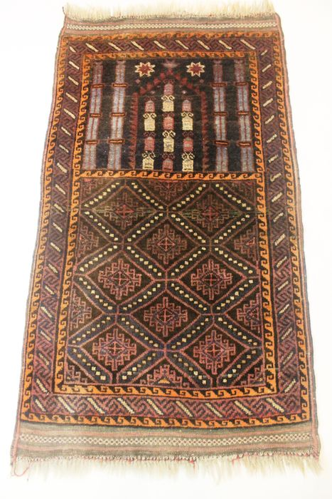 tapis persan ancien beluch de style art d co tapis de pri re fabriqu en iran vers 1940 75 x. Black Bedroom Furniture Sets. Home Design Ideas