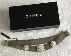 Chanel – Mesh Chanel Camellia Mother of Pearl belt
