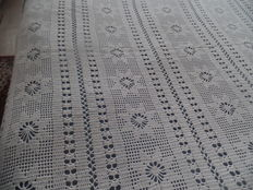Bed spread for 2 persons in hand-crochet cotton - Belgium - early 20th century.