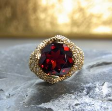 Cocktail ring with garnet and diamonds approx. 3,2ct