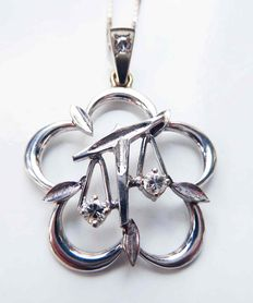 "Large 14 kt white gold pendant ""Libra"" with very fine diamonds 0.23 cm, 3 cm diameter"