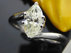 White gold ring with a 0.75 ct marquise cut diamond *** no reserve ***