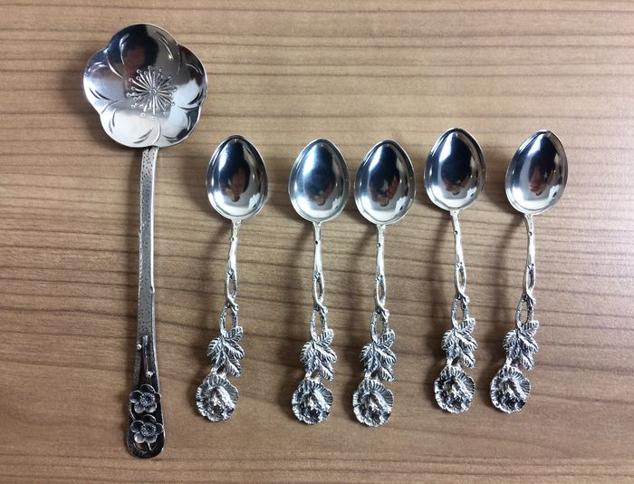 Silver antique spoon set 835k