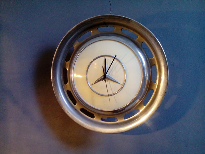 Mercedes benz wall clock catawiki for Mercedes benz clock