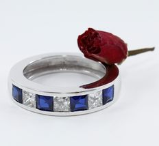 2.83 ct. White gold Mens Band ring with 3 Princess diamonds of 1.13 ct and Blue 4 sapphire of 1.70 ct