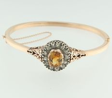 Rose gold hinge bracelet of 14 kt with centrally a citrine set on silver and an entourage of Bolshevik cut diamonds