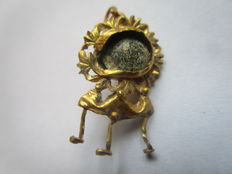 Ancient Roman gold earring with old stone - 3 cm x 1,5 cm