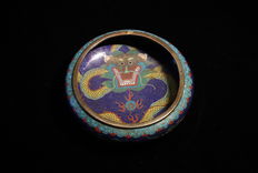 Beautiful Cloisonné bowl with dragon motifs - China - around 1910