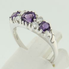 14 kt white gold ring with three amethysts and four diamonds, ring size 17.25 (54)