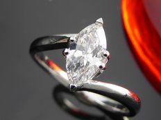 White gold ring with marquise cut diamond of 0.70 ct *** NO MINIMUM PRICE ***
