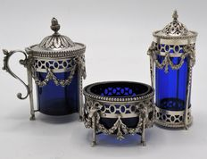 Silver three piece pepper-, salt- and mustard set with blue inserts, Louis XVI-style, Herman Hooijkaas, Schoonhoven, 1926
