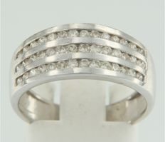 18 kt white gold ring set with 42 brilliant cut diamonds, ***** no reserve price ****