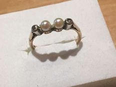 Antique white gold ring with natural pearls and diamonds