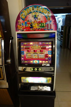 Crown clown jackpot circus, slot machine, cashes out - period late 20th/early 21st century