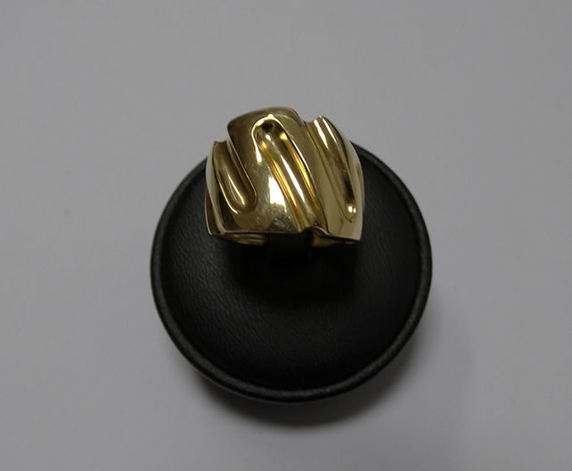 Anello di design moderno in oro giallo