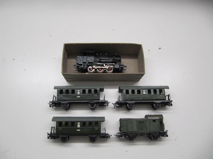 Märklin H0 - 3000/4000/4600 - steam locomotive BR89 with 3 passenger and 1 luggage carriage of the DB