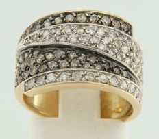 18 kt bicolour gold ring, pavé set with champagne-coloured and white brilliant cut diamonds, ring size 17 (53)