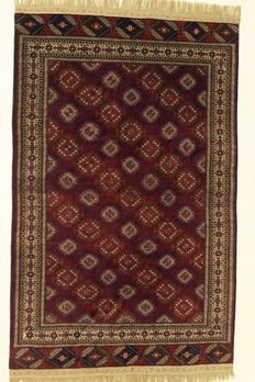 Beautiful RUSSIAN YAMOUT rug, first half of 20th century, 287 x 180 cm, wool on wool, plant-based dyes.