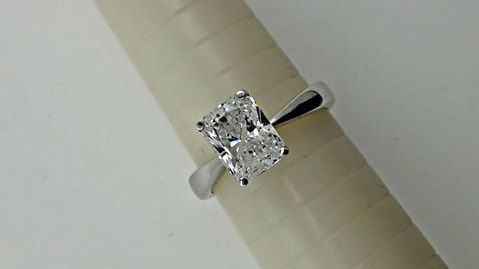2 62 Ct Radiant Cut Diamond Ring 18 Kt White Gold