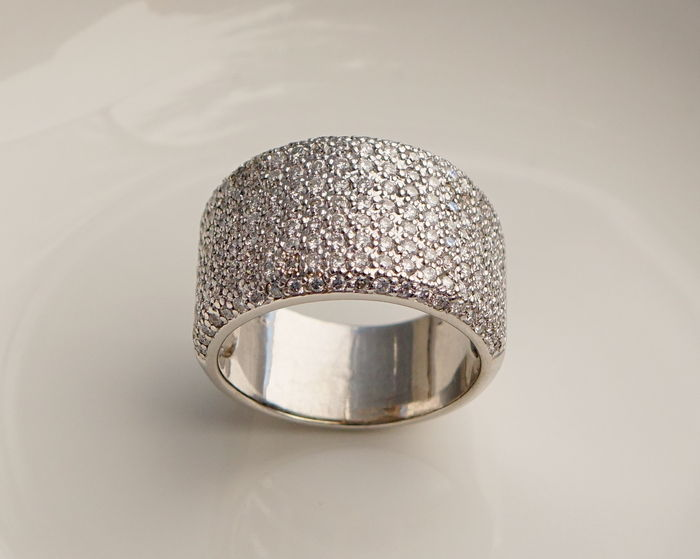 Wide white gold ring in pavé set with Diamonds approx. 3 ct in total - Ring size 19