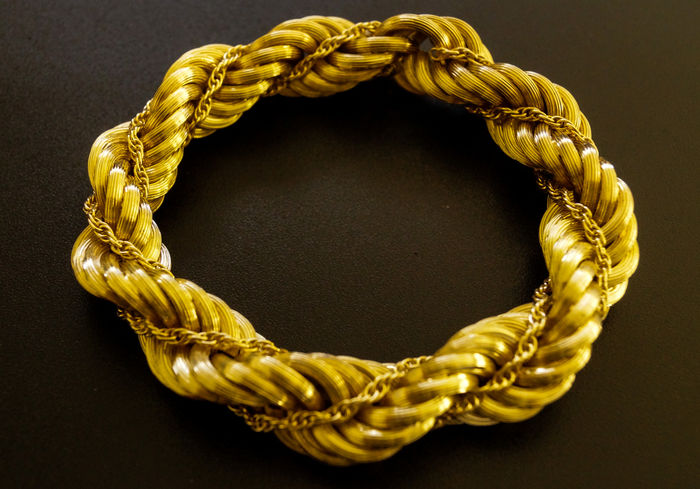 e2b7a91861f91 Supple heavy bracelet, yellow gold, strung on a cable. - Catawiki