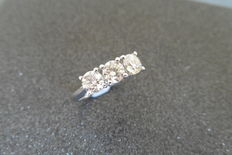 18k Gold Diamond Three-Stone Ring - 1.00 ct J I1 - size 52