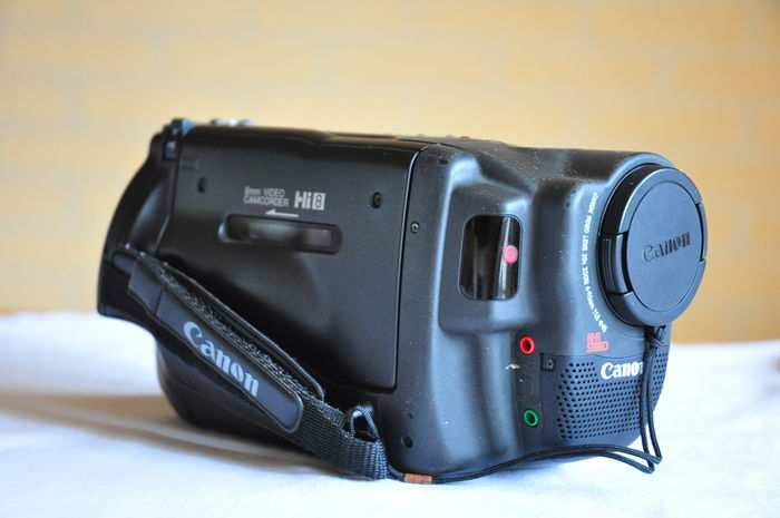 Canon Hi8 camcorder UC8HiE with accessories  - Catawiki