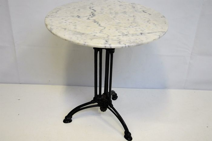 Bistro table with cast iron base and marble top catawiki for Cast iron table base marble top