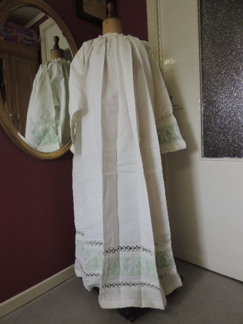 Cotton cassock - throw to cover the chalice - pouch with embroidered cloth  for the sacramental bread - first half of 20th century - Catawiki