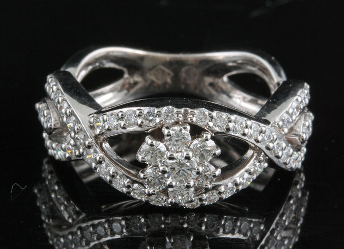 18 kt diamond ring, size 56 (18 mm)