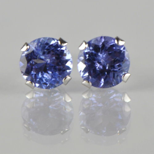 14 kt gold stud earrings with natural tanzanite solitaires totalling 1.00 ct; earring diameter: 0.5 cm