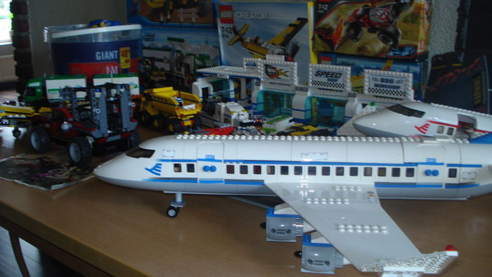 Assorted 65 Kg Of Lego Including Set 7893 Passenger Plane