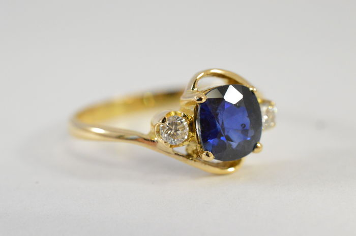 Yellow gold ring with sapphire and diamonds - 21.6 carat (900) - ring size: 52 (16.5 mm).