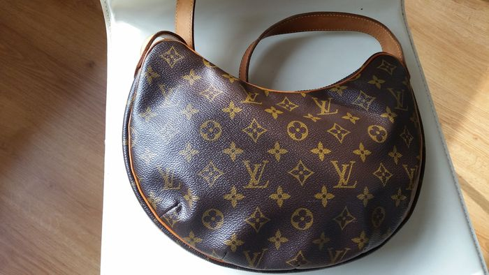 Louis Vuitton - Croissant MM Shoulder bag